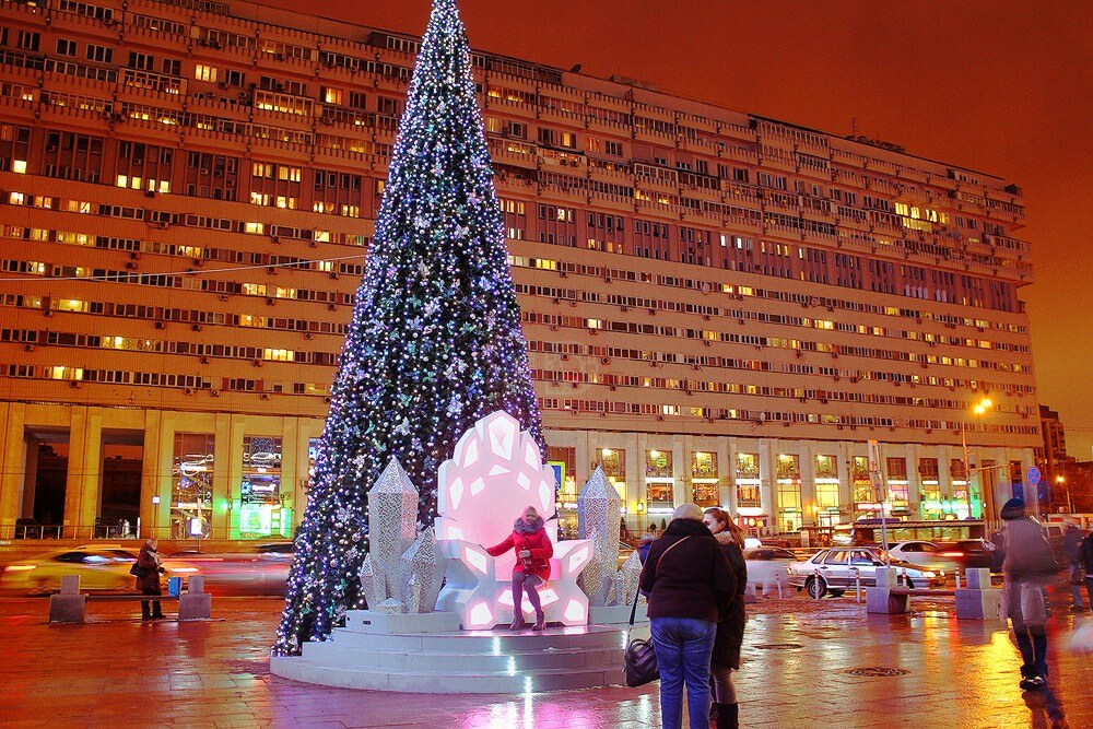 Уличная фигура на новый год светящийся трон